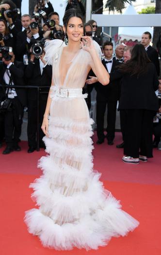 Фото №73 - Войти в историю: 35 культовых платьев Каннского кинофестиваля