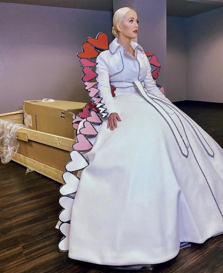 Фото №2 - От сердца к сердцу: Кэти Перри в фантастическом образе Victor & Rolf Couture