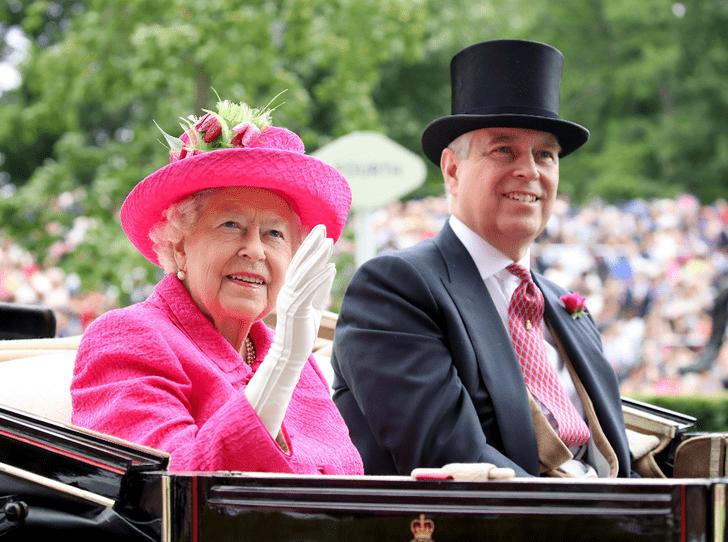 Фото №1 - Как Королева отреагировала на скандальное интервью принца Эндрю