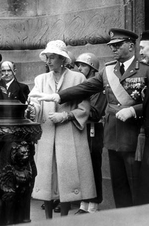 Фото №12 - Короли на пенсии: 8 монархов, которые отреклись в пользу детей