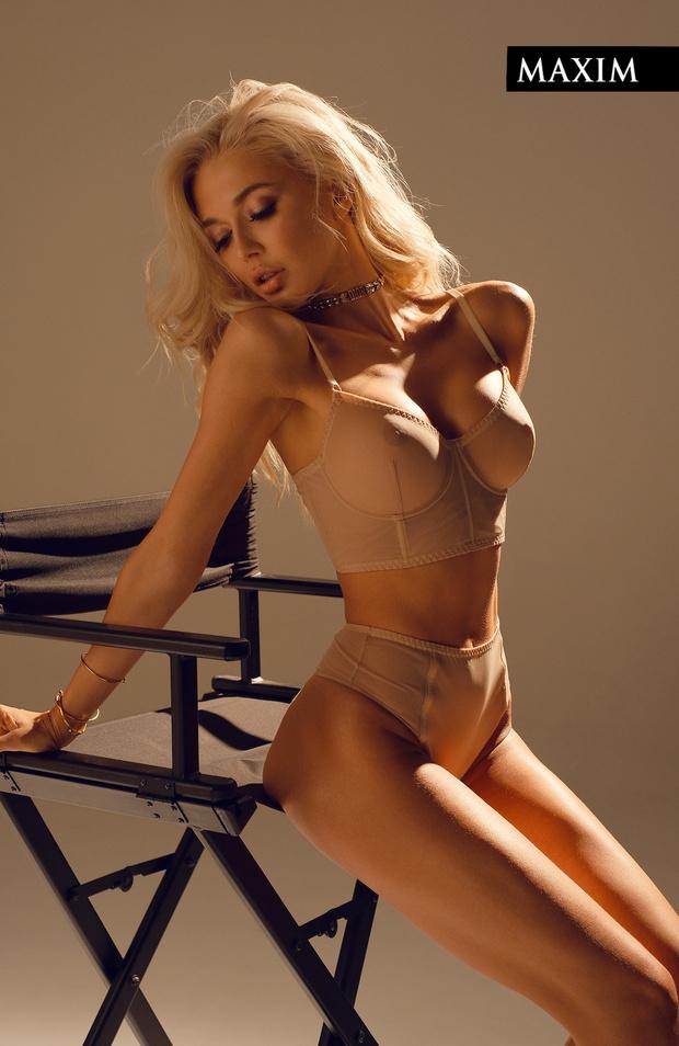 Белье Zhilyova lingerie, браслеты и чокер Dior
