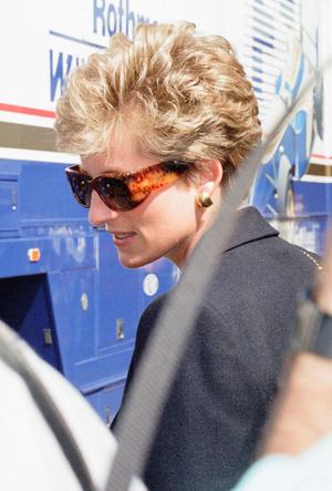 Фото №16 - Любимые солнцезащитные очки принцессы Дианы