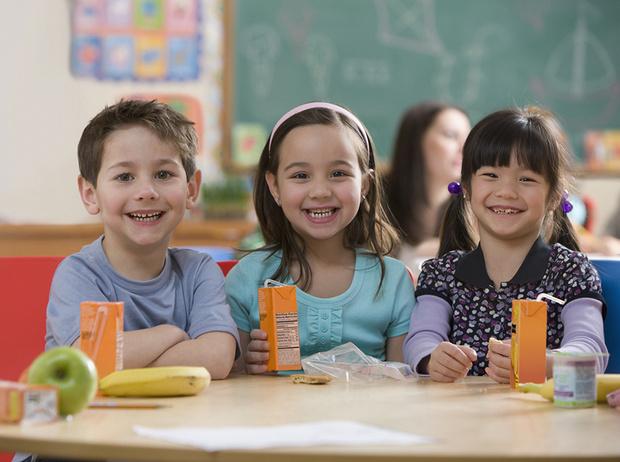 Фото №2 - 5 вредных продуктов, которыми мы регулярно кормим детей