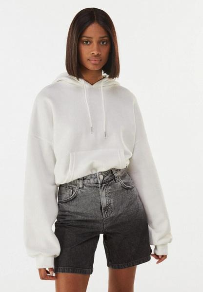 Фото №3 - Джинсовые шорты: самые модные фасоны лета 2021 и с чем их сочетать