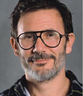 Мишель Азанавичус, французский режиссер, сценарист, актер. Известен дилогией «Агент 117», исполненной в духе шпионских фильмов 50-х годов. Трижды номинировался на премию «Сезар».