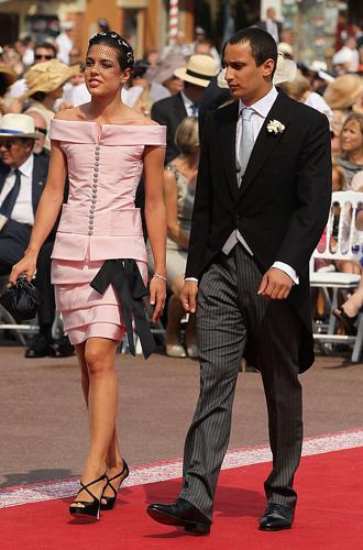 Фото №2 - В каком платье Шарлотта Казираги пойдет к алтарю?