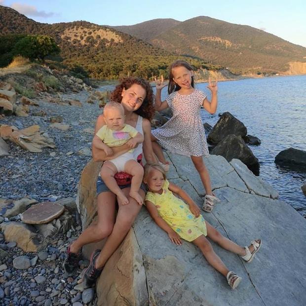 Фото №2 - Секреты многодетной мамы: «Всегда ношу с собой подарки детям и умею закрывать глаза»