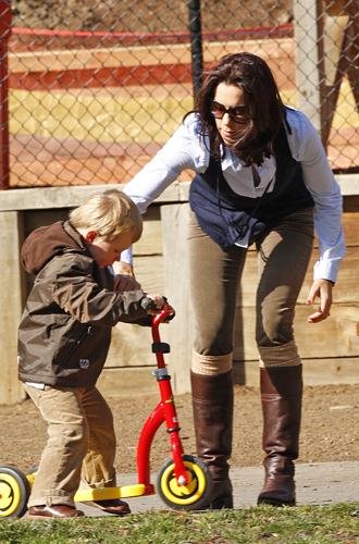 Фото №35 - «Деревянные игрушки»: во что играют дети королей