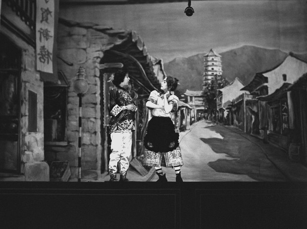 Фото №27 - Рождественский театр Виндзоров: как принцессы Елизавета и Маргарет поднимали боевой дух нации