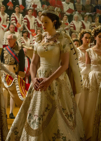 Фото №10 - От свадебных платьев до роскошных мехов: какие образы Виндзоров повторили в сериале «Корона»