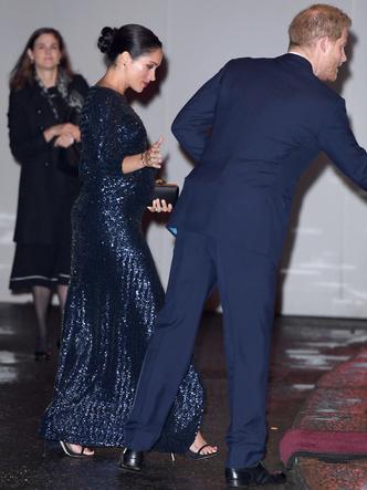 Фото №7 - «Золото» за стиль: новый и по-настоящему королевский выход Кейт (не обошлось без «привета» Меган)