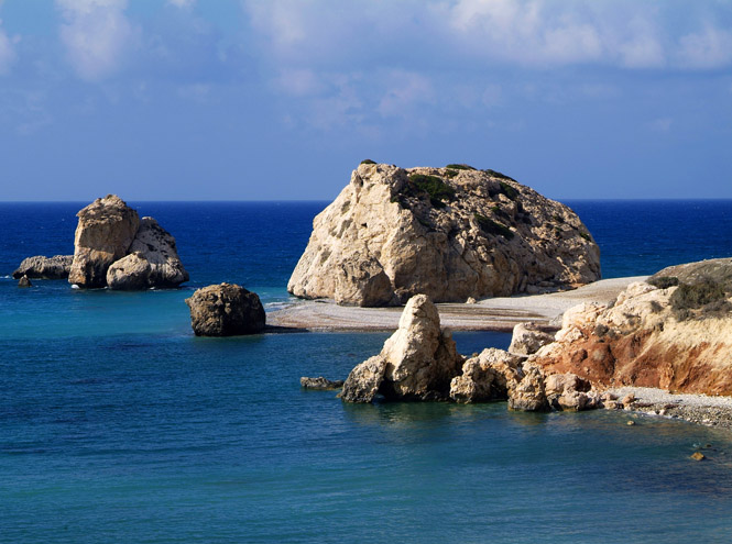 Фото №2 - 20 секретных пляжей самых известных курортов