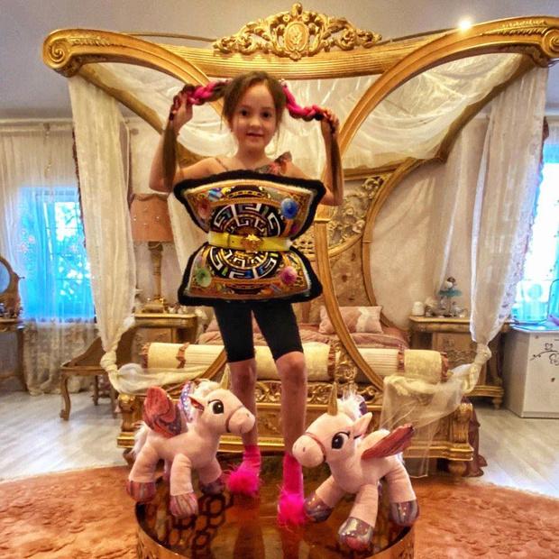 Фото №2 - Дочь Киркорова показала свою королевскую спальню