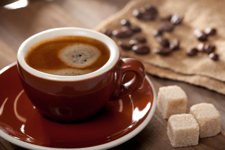 Фото №1 - Ученые объяснили, почему сахар делает кофе вкуснее