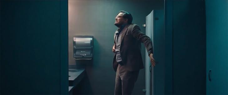 Фото №1 - Потешный Леонардо Ди Каприо в трейлере комедии «Не смотрите наверх»