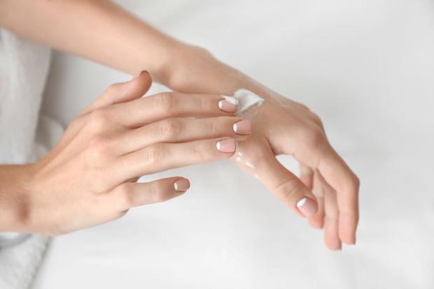 Фото №3 - Осанка и еще 5 неожиданных причин, почему стареют ваши руки