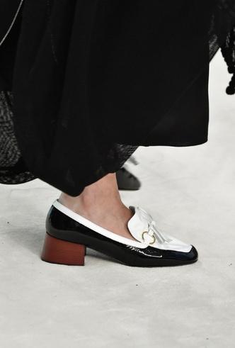 Фото №14 - Полный гид по самой модной обуви для весны и лета 2020