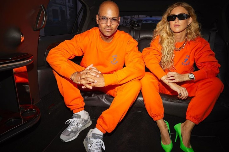 Фото №2 - Хит сезона: стилист Эмили Синдлев и ее бойфренд выбирают одинаковые спортивные костюмы
