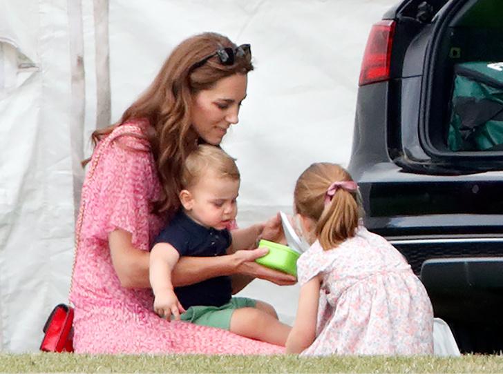 Фото №2 - Какой подарок принцесса Шарлотта попросила на Рождество (и почему принц Уильям отказал дочери)