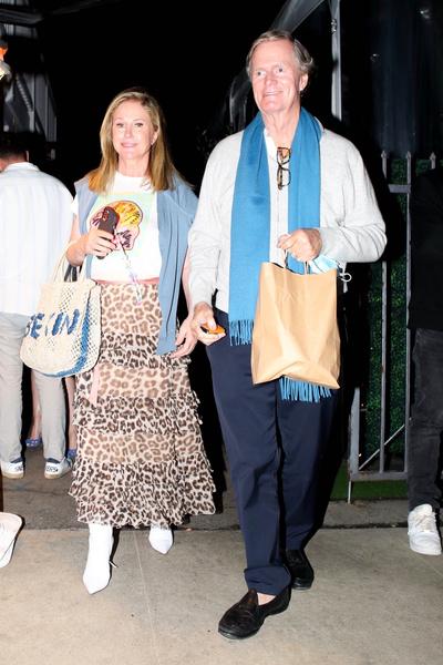 Фото №1 - Как сейчас выглядят родители голливудской «золотой наследницы» Пэрис Хилтон