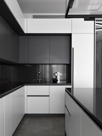 Фото №5 - Минималистская квартира 132 м² с ванной за стеклом