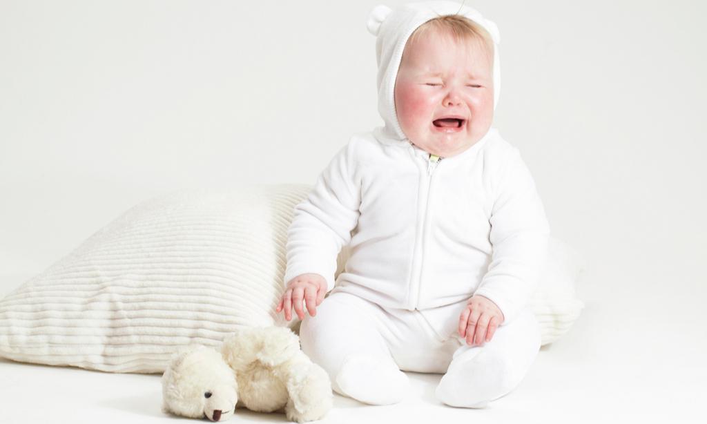 Почему младенец плачет: 5 главных причин
