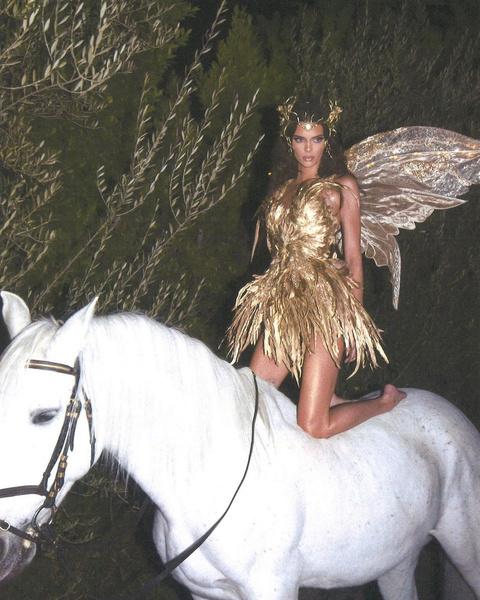 Фото №4 - Ужасно знаменитые: самые безумные костюмы селебов на Хэллоуин 🎃