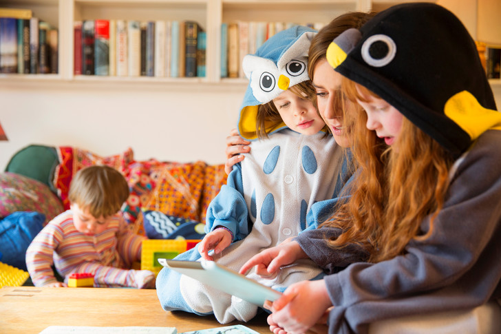 Фото №2 - Что происходит с мозгом ребенка, когда он играет на планшете