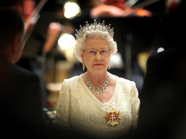 Фото №3 - Как Королева отреагировала на «оскорбительное» заявление Сассекских