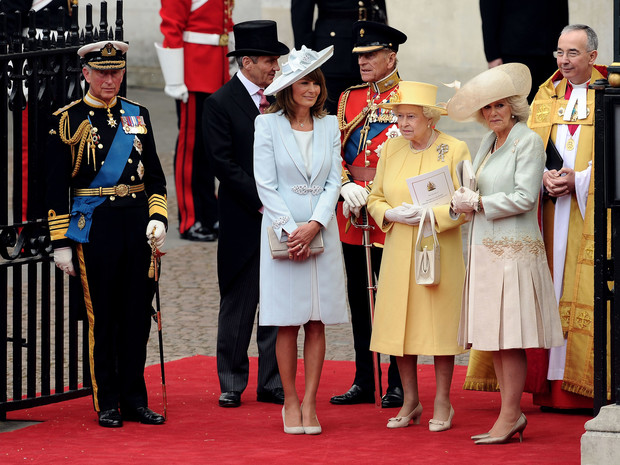 Фото №3 - Ради счастья внука: в чем Королеве пришлось уступить Уильяму после его свадьбы с Кейт