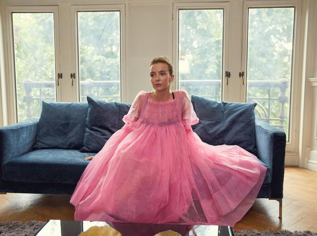 Фото №1 - Самый модный киллер: почему все влюблены в стиль Вилланель из «Убивая Еву»