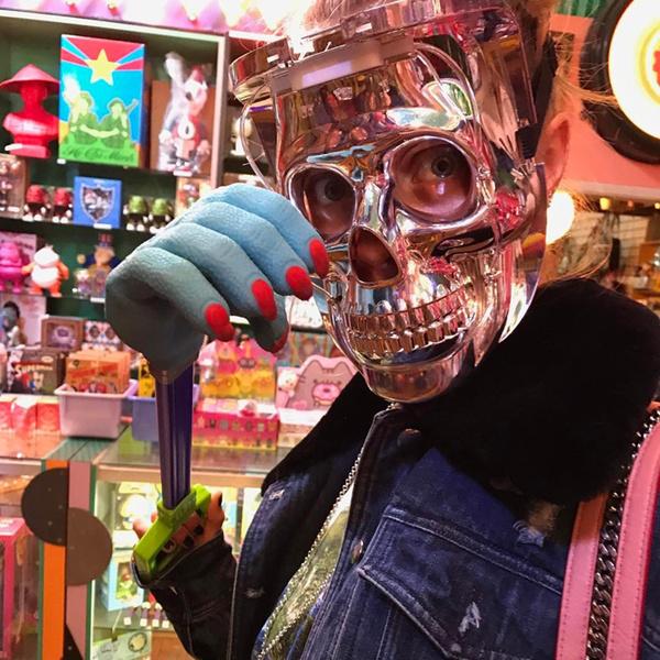 Фото №24 - Фейспалм и губы уточкой: самые смешные фото Кары Делевинь