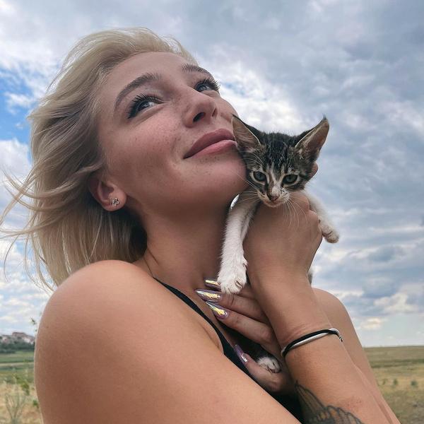 Фото №1 - Настя Ивлеева призналась, что у нее было тяжелое детство 💔