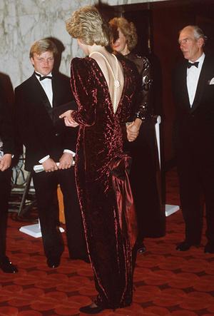 Фото №7 - Модная провокация: самые откровенные наряды принцессы Дианы