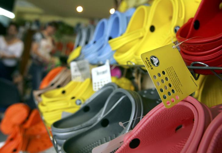 Фото №1 - Пять видов обуви, которую называли уродской, но всё равно массово носили