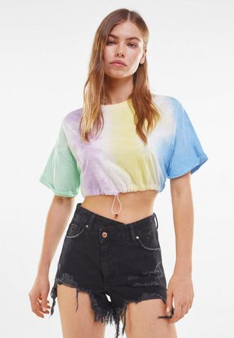 Фото №4 - Джинсовые шорты: самые модные фасоны лета 2021 и с чем их сочетать