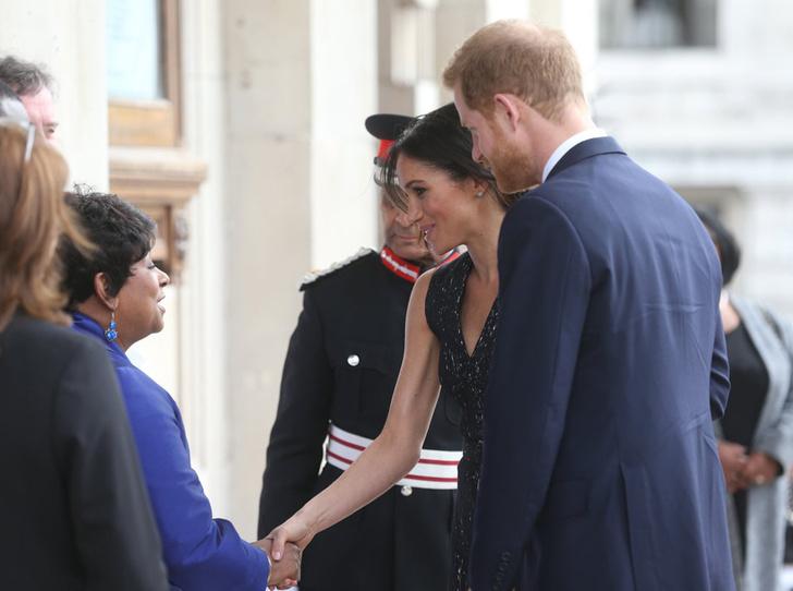 Фото №6 - Отвлекающий маневр: Меган Маркл и принц Гарри снова в центре внимания
