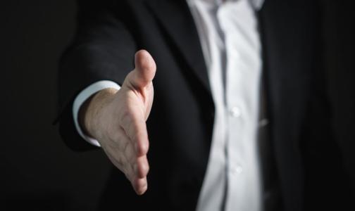 Фото №1 - Ученые: долгое рукопожатие вызывает тревогу