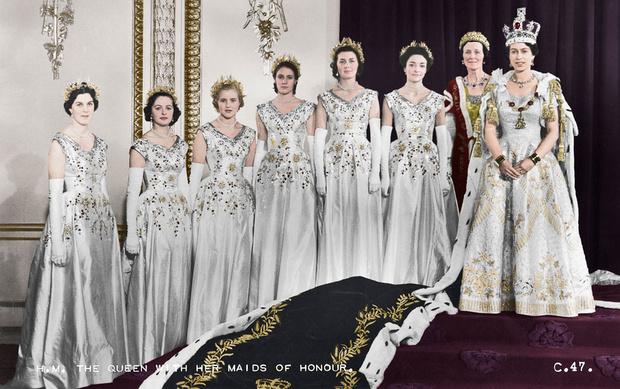 Фото №4 - История самого известного коронационного платья Елизаветы II