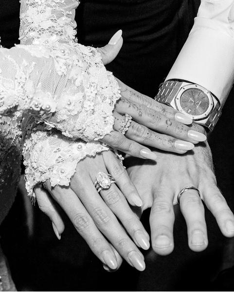 Фото №1 - Роскошное платье и фата с надписью: Хейли Бибер показала, в каком наряде вышла замуж за Джастина
