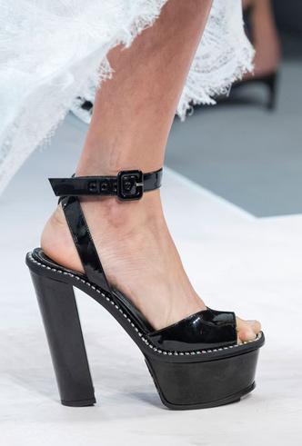 Фото №14 - Самая модная обувь весны и лета 2020: советы дизайнеров