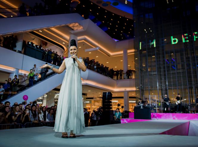 Фото №2 - 7 часов модного показа и беспрерывного танца на открытии шопинг-зоны в «Ривьере»
