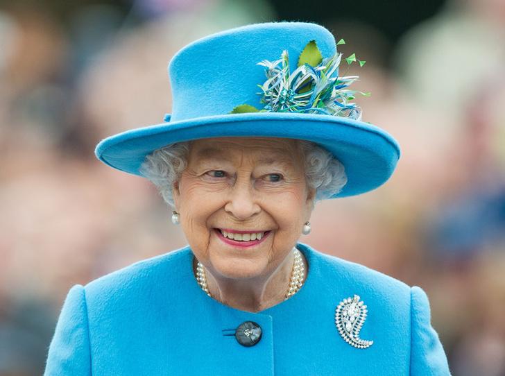 Фото №1 - Близко к сердцу: любимые броши Елизаветы II