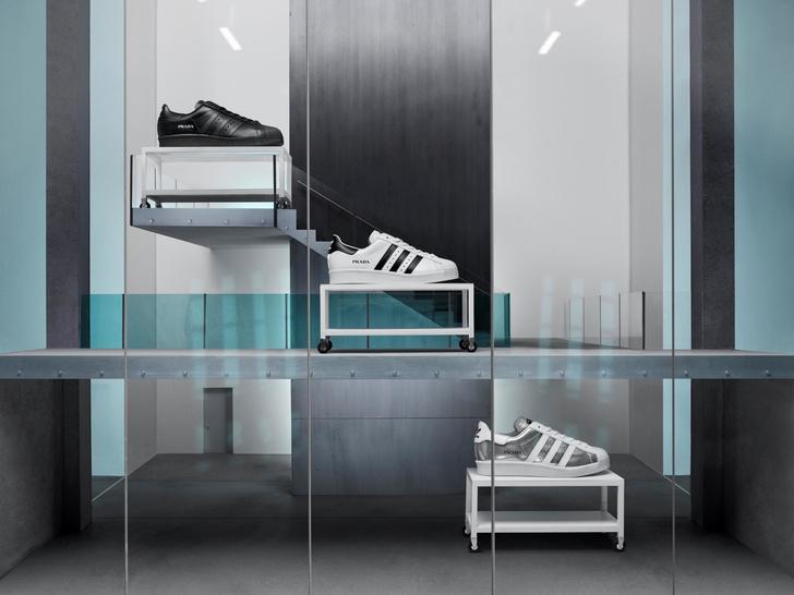 Фото №1 - Крупным планом: кроссовки Superstar со сдвоенным логотипом Prada и adidas Originals