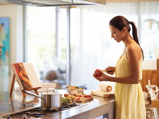 Фото №1 - Суши или борщ: выбери блюдо и мы расскажем, какая ты жена