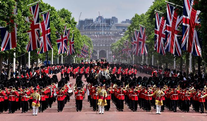 Фото №11 - Trooping the Colour: что нужно знать об официальном дне рождения британской королевы