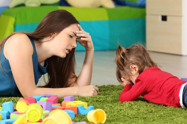 ребенок капризничает, детские истерики