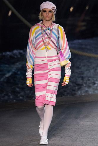 Фото №4 - 5 идей с показа круизной коллекции Chanel, которые пригодятся уже этим летом