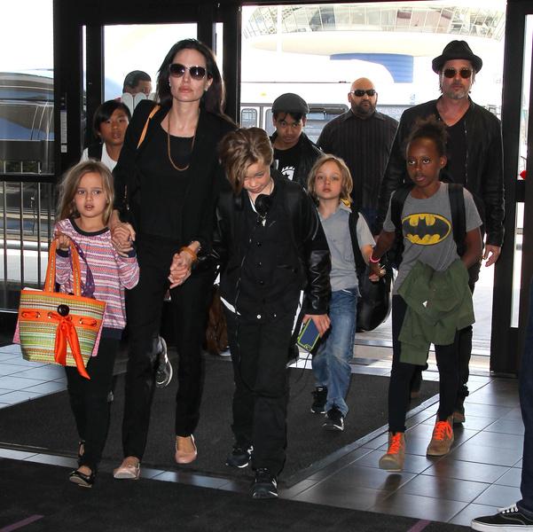 Фото №13 - Джоли снова обвинила Питта в домашнем насилии и готовит детей дать показания против отца