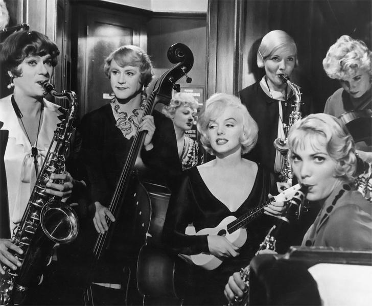 Фото №1 - 7 самых заводных фактов о комедии «В джазе только девушки»